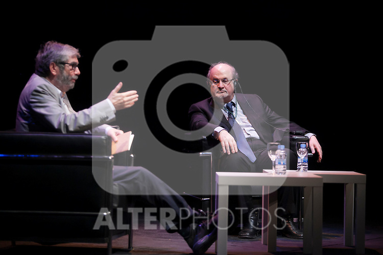 British novelist Salman Rushdie (L) and Antonio Munoz Molina during the `Circulo de Bellas Artes´ Golden Medal ceremony in Madrid, Spain. October 06, 2015. (ALTERPHOTOS/Victor Blanco)
