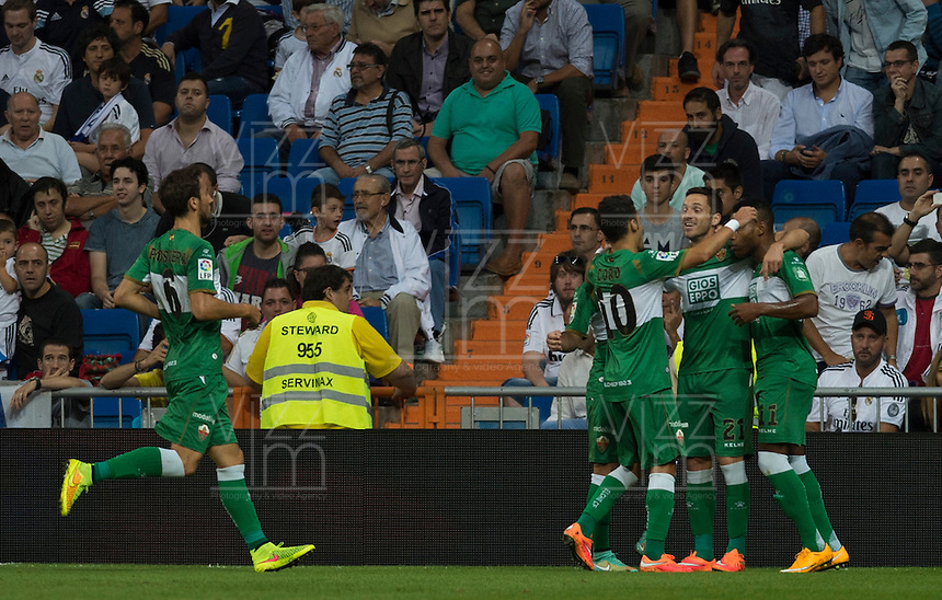 MADRID - ESPAÑA - 23-09-2014: Los jugadores del Eche celebran el gol anotado al Real Madrid durante partido de la Liga de España, Real Madrid y Elche en el estadio Santiago Bernabeu de la ciudad de Madrid, España. / The players of Elche celebrate a scored goal to Real Madrid during a match between Real Madrid and Elche for the Liga of Spain in the Santiago Bernabeu stadium in Madrid, Spain Photo: Asnerp / Patricio Realpe / VizzorImage.