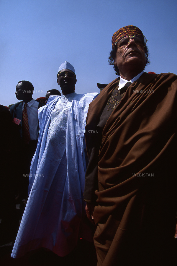 CHAD, N'DJAMEN AIRPORT-3/02/2000:  The Libyan leader Muammar Abu Minyar al-Gaddafi received by Idriss Deby President of Chad.<br /> <br /> TCHAD, AEROPORT DE N'DJAMENA-3/02/2000: Le leader Libyen Mouammar Abu Minyar Kadhafi re&ccedil;u par Idriss Deby, president du Tchad.