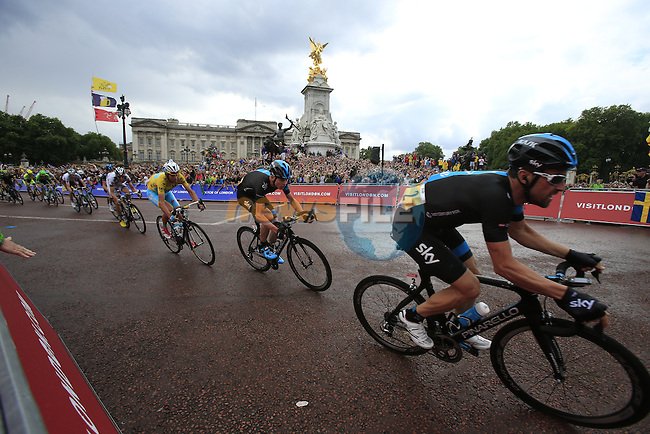 The riders including Bernhard Eisel (AUT) and Chris Froome (GBR) Team Sky round the final bend at Buckingham Palace at the end of Stage 3 of the 2014 Tour de France running 155km from Cambridge to London. 7th July 2014.<br /> Picture: Eoin Clarke www.newsfile.ie