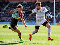Gloucester's Danny Cipriani evades the tackle of Harlequins' Niall Saunders<br /> <br /> Photographer Bob Bradford/CameraSport<br /> <br /> Gallagher Premiership - Harlequins v Gloucester Rugby - Sunday 10th March 2019 - Twickenham Stoop - London<br /> <br /> World Copyright © 2019 CameraSport. All rights reserved. 43 Linden Ave. Countesthorpe. Leicester. England. LE8 5PG - Tel: +44 (0) 116 277 4147 - admin@camerasport.com - www.camerasport.com