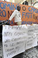 Roma 24 Giugno 2010.Piazza Vidoni, sede di Confagricoltura.Protesta e conferenza stampa dei lavoratori africani di Rosarno contro lo sfruttamento e il caporalato, per il lavoro.Protest and press conference of African workers of Rosarnoagainst exploitation  and illegal hiringl, for the work