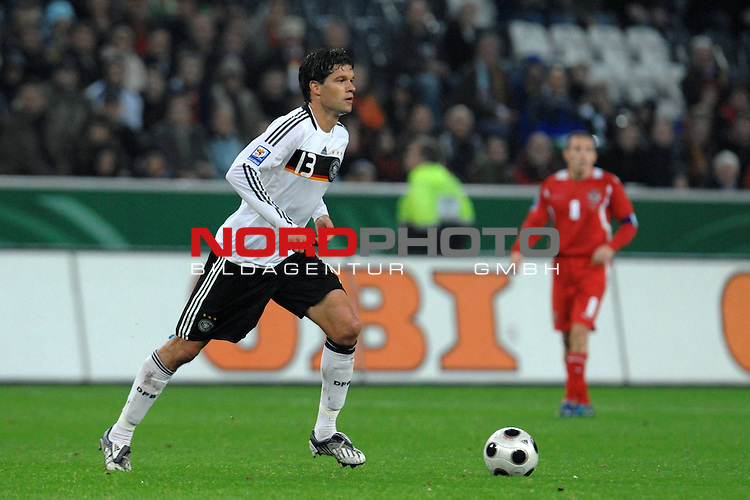 Fussball, L&auml;nderspiel, WM 2010 Qualifikation Gruppe 4 in M&ouml;nchengladbach ( Borussia Park ) <br />  Deutschland (GER) vs. Wales ( GB ) 1:0 ( 0:0 )<br /> <br /> Michael Ballack (Ger /  Chelsea London #13)<br /> <br /> Foto &copy; nph (  nordphoto  )<br />  *** Local Caption ***