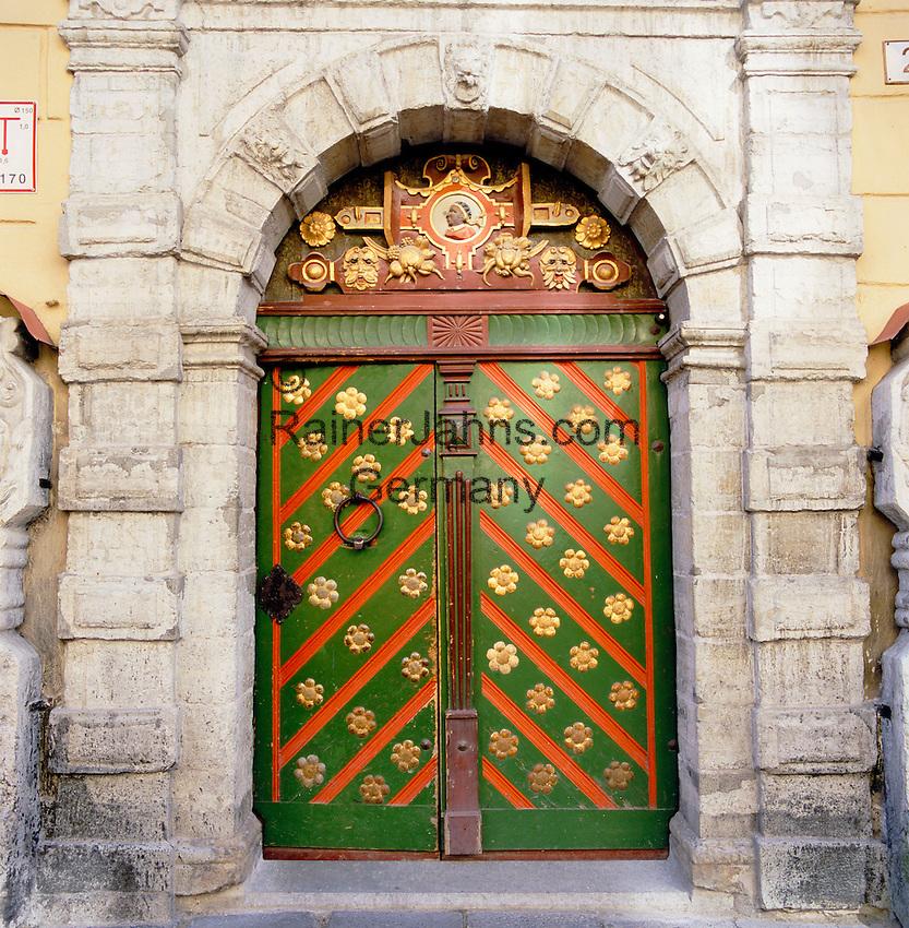 Estonia, capital Tallinn: Old Doorway along 'Pikk' a long street in Old Town | Estland, Hauptstadt Tallinn: Alter Hauseingang in der Strasse Pikk in der Altstadt