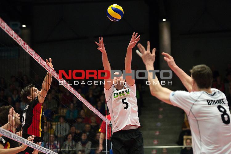 29.12.2013, Lotto Dome, Maaseik<br /> Volleyball, Belgien vs. Deutschland<br /> <br /> Zuspiel Sebastian K&uuml;hner / Kuehner (#5 GER), Marcus B&ouml;hme / Boehme (#8 GER)<br /> <br />   Foto &copy; nordphoto / Kurth