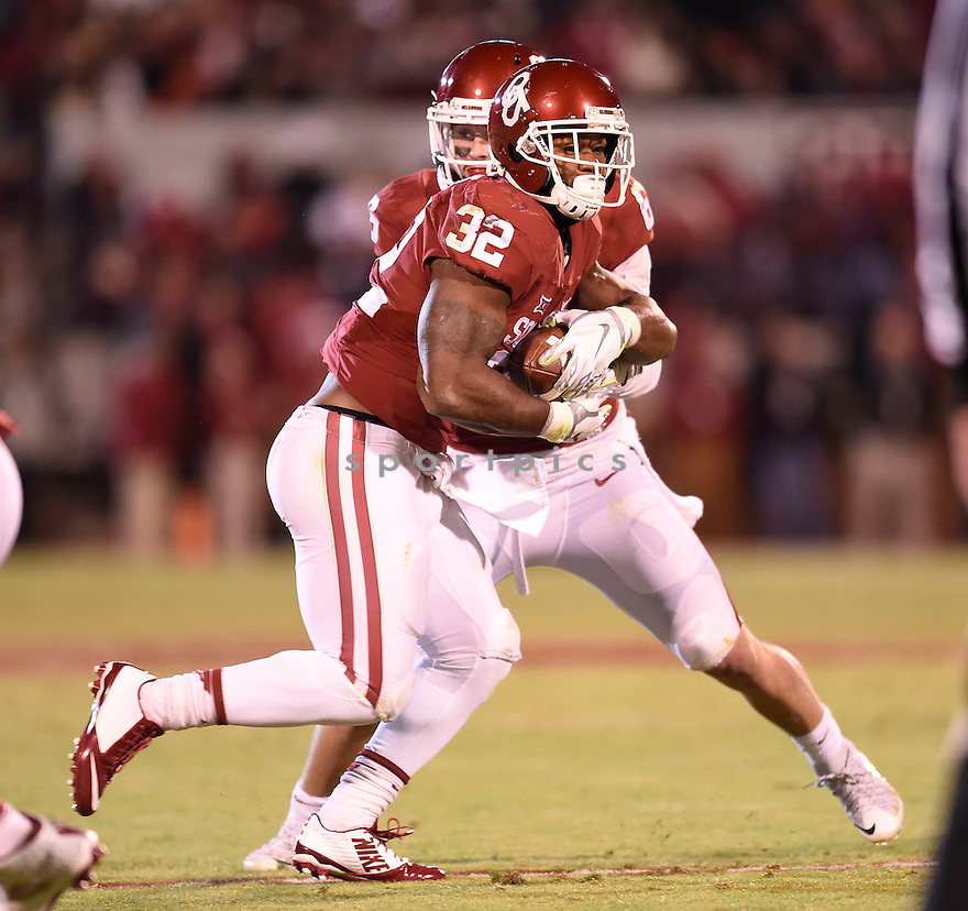 Oklahoma Sooners Samaje Perine (32) during a game against the Texas Christian Horned Frogs on November 21, 2015 at Memorial Stadium in Norman, OK. Oklahoma beat Texas Christian 30-29.