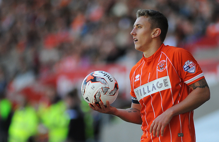 Blackpool's David Ferguson prepares to take a throw-in<br /> <br /> Photographer Kevin Barnes/CameraSport<br /> <br /> Football - The Football League Sky Bet League One - Blackpool v Rochdale - Saturday 15th August 2015 - Bloomfield Road - Blackpool<br /> <br /> &copy; CameraSport - 43 Linden Ave. Countesthorpe. Leicester. England. LE8 5PG - Tel: +44 (0) 116 277 4147 - admin@camerasport.com - www.camerasport.com