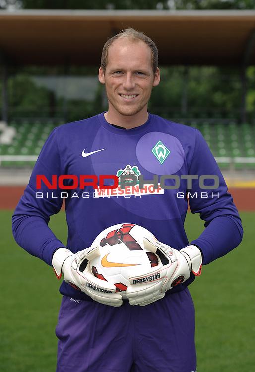 19.07.2013, Platz 11, Bremen, GER, RLN, Mannschaftsfoto Werder Bremen II, im Bild Tobias Duffner (Bremen #22)<br /> <br /> Foto &copy; nph / Frisch