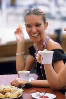 Europe/Croatie/Dalmatie/Dubrovnik:A la terrasse d'un café sur le port