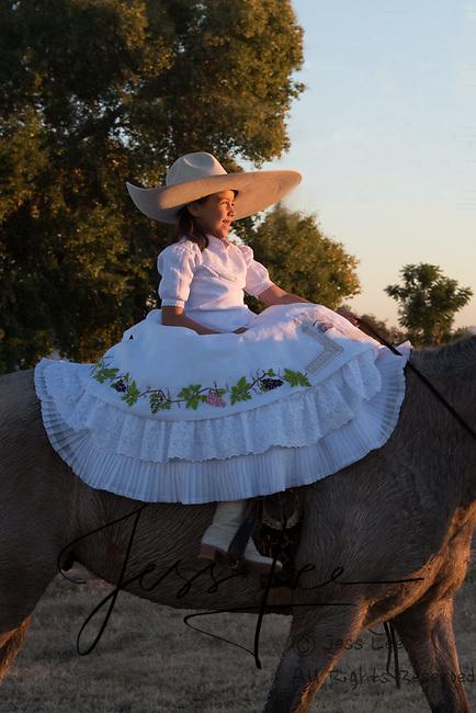 Cowboy Cowboy Photo Cowboy, Cowboy and Cowgirl photographs of western ranches working with horses and cattle by western cowboy photographer Jess Lee. Photographing ranches big and small in Wyoming,Montana,Idaho,Oregon,Colorado,Nevada,Arizona,Utah,New Mexico.