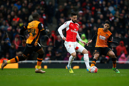 20.02.2016. The Emirates, London, England. Emirates FA Cup 5th Round. Arsenal versus Hull City. Olivier Giroud of Arsenal plays a pass during the 5th Round FA Cup match against Hull.  The game finished in a tight 0-0 draw