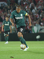 BOGOTA - COLOMBIA -27 -01-2015: Alexis Henriquez, jugador de Atletico Nacional, en accion durante partido de vuelta entre Independiente Santa Fe y Atletico Nacional por la Super Liga 2015, en el estadio Nemesio Camacho El Campin de la ciudad de Bogota.  / Alexis Henriquez, player of Atletico Nacional, in action during the match between Independiente Santa Fe and Atletico for the second leg of the Super Liga 2015 at the Nemesio Camacho El Campin Stadium in Bogota city. Photo: VizzorImage / Luis Ramirez / Staff.