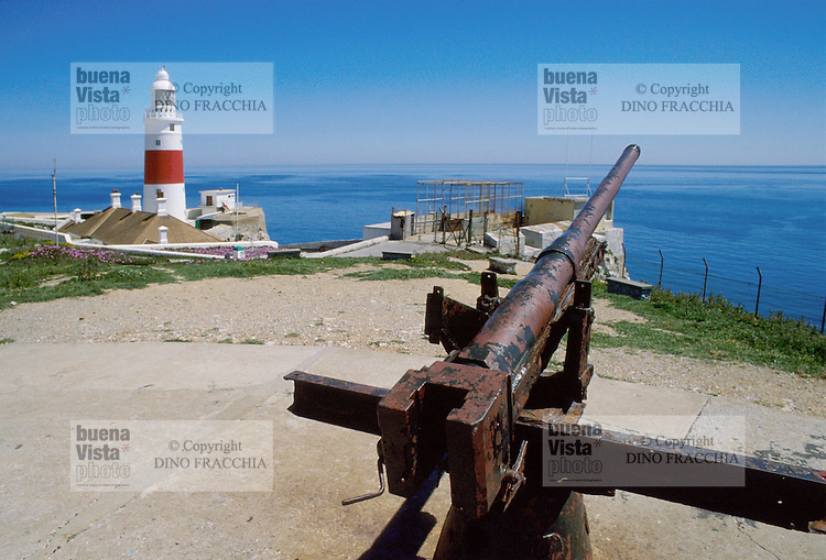 - Europe point lighthouse and African coast....- faro di Punta Europa e costa africana