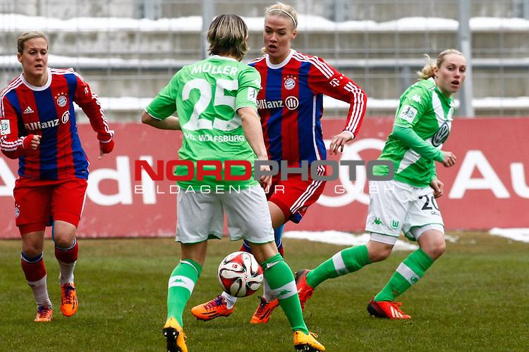 22.02.2015, Gruenwalder Stadion, Muenchen, FFBL, FC Bayern Muenchen vs. VfL Wolfsburg, im Bild Vanessa Buerki (B&uuml;rki) (Bayern #9)<br /> , Martina Mueller (M&uuml;ller) (VfL Wolfsburg #25), Dagny Brynjarsdottir (Bayern #17)<br /> und Stephanie Bunte (VfL Wolfsburg #20) im Kmapf um den Ball /  Foto &copy; nordphoto / RMG