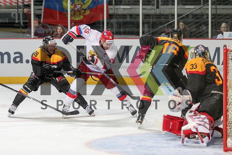 Russlands Zaripov Danis Zinnurovich (Nr.25)(Metallurg Magnitogorsk) im Zweikampf mit vor Deutschlands Aus den Birken, Danny (Nr.33)(Koelner Haie) mit Deutschlands Kettemer, Florian (Nr.69)(EHC Red Bull Muenchen) und Deutschlands Wolf, Michael (Nr.16)(EHC Red Bull Muenchen) im Spiel IIHF WC15 Germany - Russia.<br /> <br /> Foto &copy; P-I-X.org *** Foto ist honorarpflichtig! *** Auf Anfrage in hoeherer Qualitaet/Aufloesung. Belegexemplar erbeten. Veroeffentlichung ausschliesslich fuer journalistisch-publizistische Zwecke. For editorial use only.