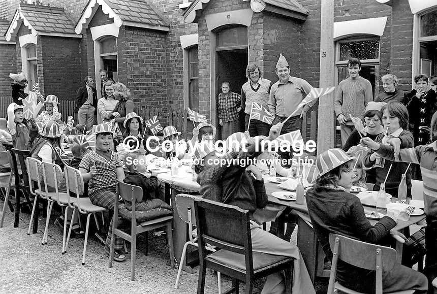 Shankill Road, Belfast, residents celebrate the Silver Jubilee of Queen Elizabeth II with a street party in Matchett Street.  7th June 1977. 197706070089n<br />