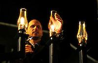 Nederland Haarlem 2016. Chanoeka viering op de Grote Markt in Haarlem. De lichten van de menora worden aangestoken.  Foto Berlinda van Dam / Hollandse Hoogte