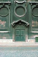 Sir Christopher Wren: Door in London.