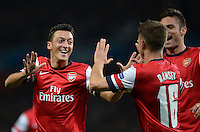 FUSSBALL   CHAMPIONS LEAGUE   VORRUNDE     SAISON 2013/2014    Arsenal London - SSC Neapel   01.10.2013 Mesut Oezil (li) bejubelt seinen Treffer zum 1:0 mit Aaron Ramsey (re, beide Arsenal)