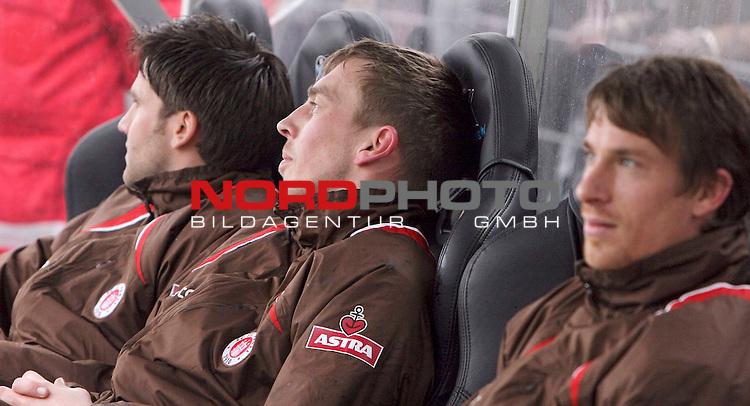 2.Liga 2007/2008  27. Spieltag Rueckrunde<br /> FC St.Pauli &ndash; vs. SC Freiburg<br /> <br /> Stammtorwart Patrik Borger ist heute nur Bankdruecker und Reserve zwischen Marvin Braun (rechts) und Florian Bruns (links) freut man sich ueber die Leistung des Teams.<br /> <br /> <br /> <br /> Foto &copy; nph (nordphoto)<br /> <br /> *** Local Caption ***