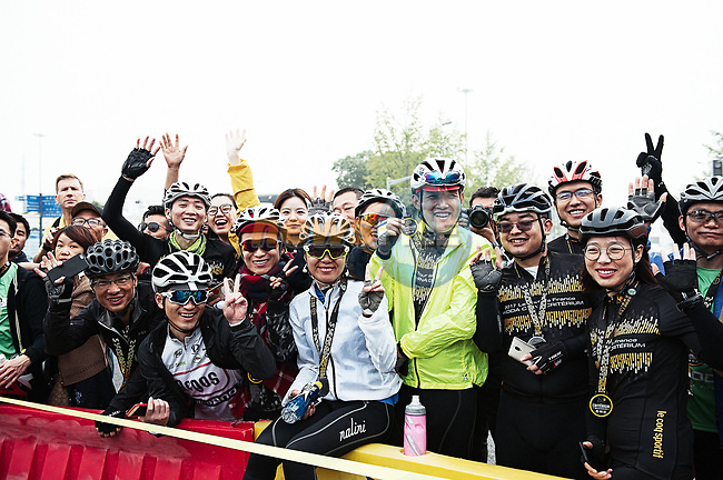 Keen fans during the 2017 Tour de France Skoda Shanghai Criterium, Shanghai, China. 29th October 2017.<br /> Picture: ASO/Pauline Ballet | Cyclefile<br /> <br /> <br /> All photos usage must carry mandatory copyright credit (&copy; Cyclefile | ASO/Pauline Ballet)