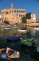 Europe/Italie/La Pouille/PolignanoA Mare: Le port et l'abbaye de St Vito