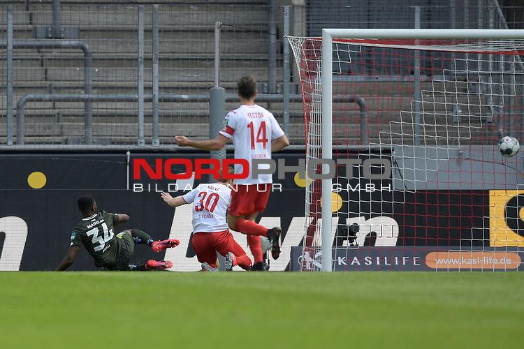nph00351: Florian KAINZ (1.FC?KOELN,30) schiesst das Tor zum 2-0 gegen Ridle BAKU (1.FSV Mainz 05,li).<br /> Sport: Fussball: 1. Bundesliga: Saison 19/20: 26.Spieltag: 1.FC KOELN-FSV MAINZ 05,17.05.2020.<br /> Foto: Anke Waelischmiller/SVEN SIMON/POOL / via Meuter/nordphoto<br /> <br /> Nur für journalistische Zwecke! Only for editorial use!<br /> Gemäß den Vorgaben der DFL Deutsche Fußball Liga ist es untersagt, in dem Stadion und/oder vom Spiel angefertigte Fotoaufnahmen in Form von Sequenzbildern und/oder videoähnlichen Fotostrecken zu verwerten bzw. verwerten zu lassen. DFL regulations prohibit any use of photographs as image sequences and/or quasi-video.<br /> <br /> <br />  <br /> Foto: Anke Waelischmiller/SVEN SIMON/POOL/via Meuter/nordphoto
