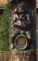 "Europe/Hongrie/Tokay/Tokaj: Statue en bois ""Bacchus"""