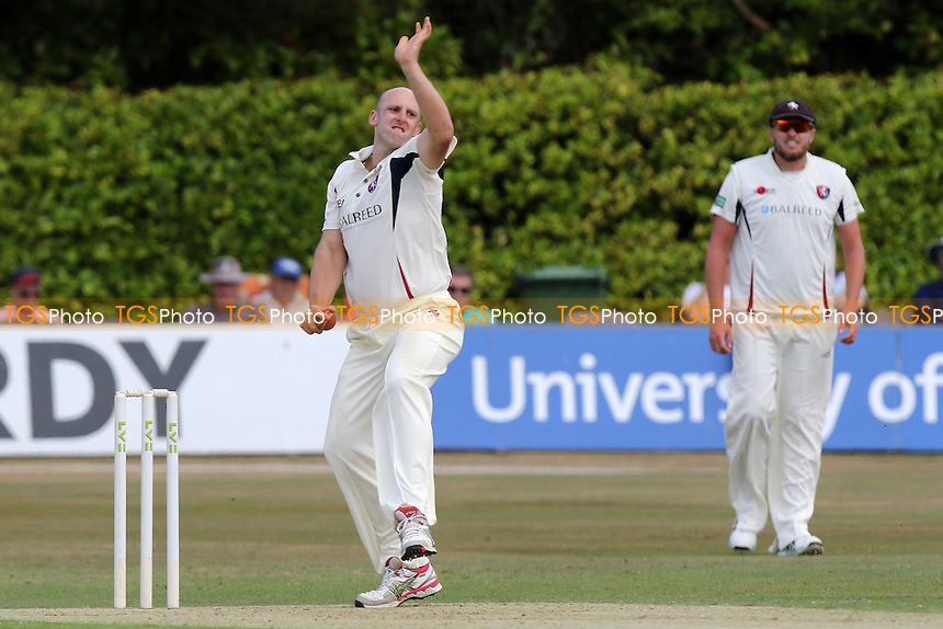 James Tredwell in bowling action for Kent CCC
