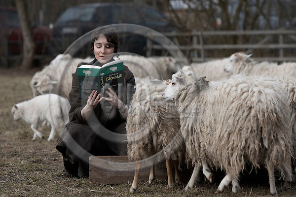 """BERLIN - GERMANY 28. MARCH 2006 --  Leonie Swann (a synonym), 31, young german writer who made her debut with the roman Glenkill about a group of lambs, which clears up the murderer of their minder. Here she feeds a group of lambs in the Tierpark Britz in Berlin.. -- PHOTO: CHRISTIAN T. JOERGENSEN / EUP & IMAGES..This image is delivered according to terms set out in """"Terms - Prices & Terms"""". (Please see www.eup-images.com for more details)"""