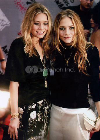 Mary-Kate Ashley Olsen 2004<br /> Photo to By John Barrett/PHOTOlink/MediaPunch