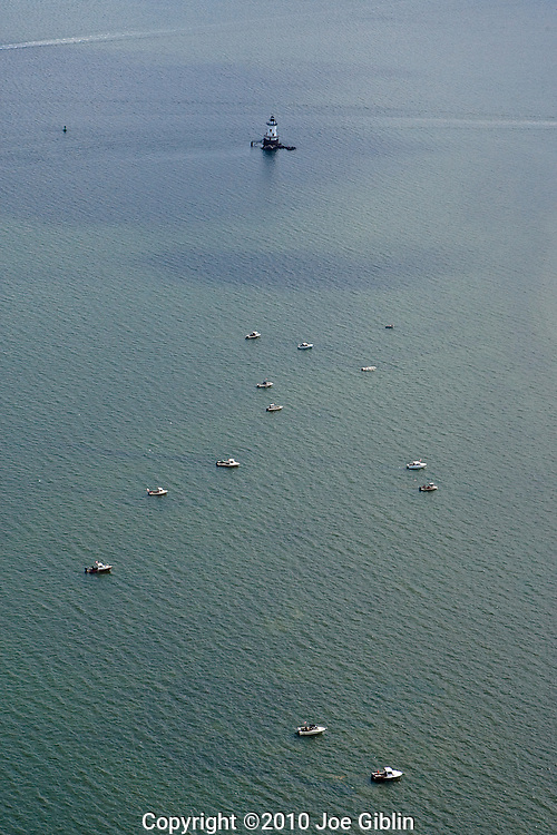 Shell fishermen off of Comimicut Point in this aerial image of Narragansett Bay in Warwick, RI. (Photo/Joe Giblin)