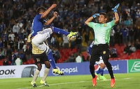 BOGOTA - COLOMBIA - 30-08-2015: Jhonatan Agudelo jugador de Millonarios  disputa el balon con Kevin Piedrahita de Aguilas Doradas    durante partido  por la fecha 9 de la Liga Aguila II 2015 jugado en el estadio Nemesio Camacho El Campin . / Jhonatan Agudelo player of Millonarios fights the ball against Kevin Piedrahita  of Aguilas Doradas during a match for the ninth date of the Liga Aguila II 2015 played at Nemesio Camacho El Campin stadium in Bogota  city. Photo: VizzorImage / Felipe Caicedo / Staff.