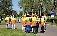 Nederland Almere 2016 05 08.  Sikhs vieren Vaisakhi. Nagar Kirtan optocht door Almere. Begeleiders in veiligheidshesjes.  Foto Berlinda van Dam / Hollandse Hoogte