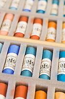 Europe/France/Midi-Pyrénées/81/Tarn/ Graulhet: Crayons de pastel tendre chez  L'Artisan Pastellier  dans son atelier du:Pays de Cocagne