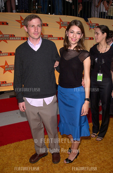 Director SPIKE JONZE & actress/director wife SOFIA COPPOLA at the MTV Movie Awards in Los Angeles..02JUN2001.