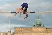"US pole vaulter Sam Kendricks in action in front of the Brandenburg Gate during the German Athletics Association (DLV) international competition ""Berlin fliegt"" in Berlin, Germany, 2 September 2017. Photo: Annegret Hilse/dpa /MediaPunch ***FOR USA ONLY***"