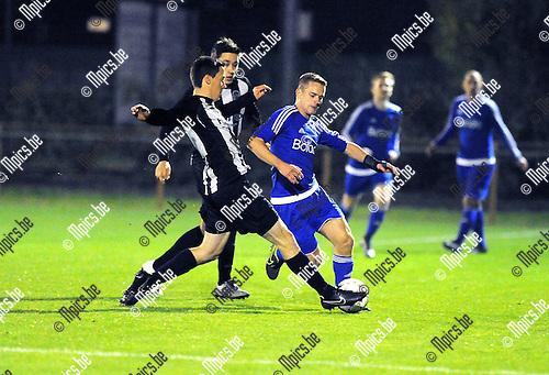 2015-10-17 / Voetbal / Seizoen 2015-2016 / Herselt - Sint-Dimpna / Hans De Booser (l. St-Dimpna) met Niels Luyten<br /><br />Foto: Mpics.be