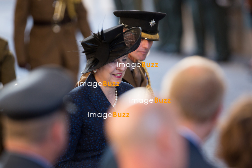 Le Prince William, Kate Middleton, le roi Philippe de Belgique et la reine Mathilde de Belgique assistent aux comm&eacute;morations du centenaire de la troisi&egrave;me Bataille d'Ypres, la Bataille de Passendale.<br /> Belgique, Ypres, 30 juillet 2017.<br /> Prince William &amp; Kate Middleton, the Duke and Duchess of Cambridge, accompanied by King Philippe of Belgium, Queen Mathilde of Belgium attend the Last Post ceremony at the Commonwealth War Graves Commission Ypres (Menin Gate) Memorial, celebrating the centenary of Passchendaele &ndash; The Third Battle of Ypres in Belgium.<br /> Belgium, Ypres, 30 July 2017.<br /> Pic : Theresa May