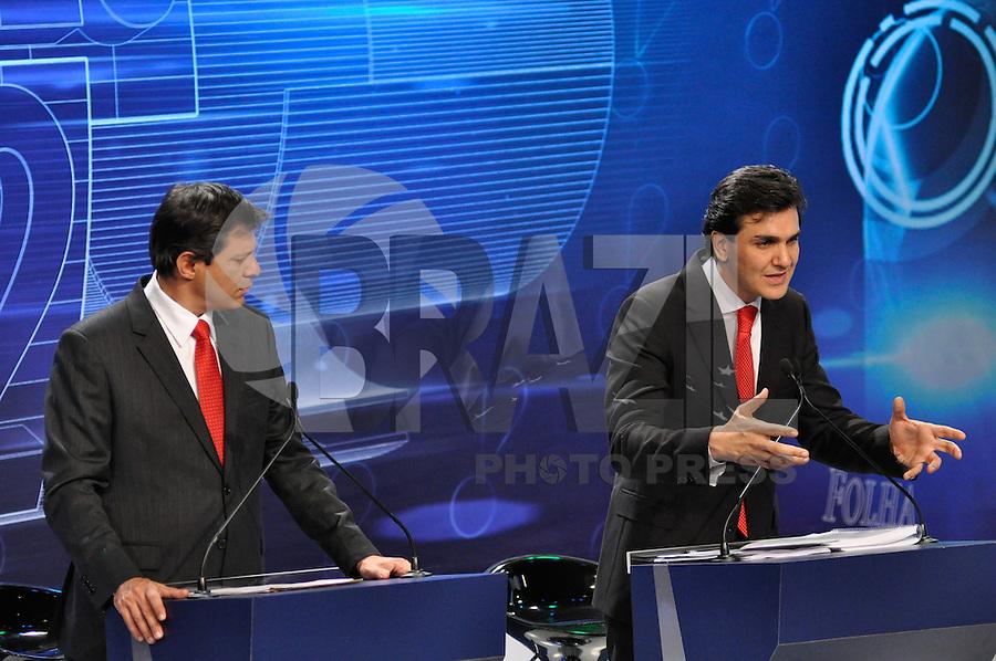 OSASCO, SP, 03 SETEMBRO DE 2012 – DEBATE REDETV – ATENÇÃO EDITOR: FOTO EMBARGADA PARA VEÍCULOS INTERNACIONAIS: Candidato a prefeitura de São Paulo Fernando Haddad (e) e Chalita (d) durante debate realizado na noite desta segunda feira (03) pela RedeTV, na sede da emissora em Osasco. (FOTO: LEVI BIANCO / BRAZIL PHOTO PRESS).