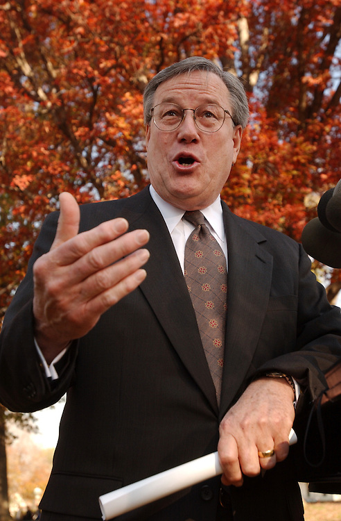 2gop111501 - Rep. Bill Thomas, R-Calif., attends a press conference urging the Democratic-led Senate to finish business.