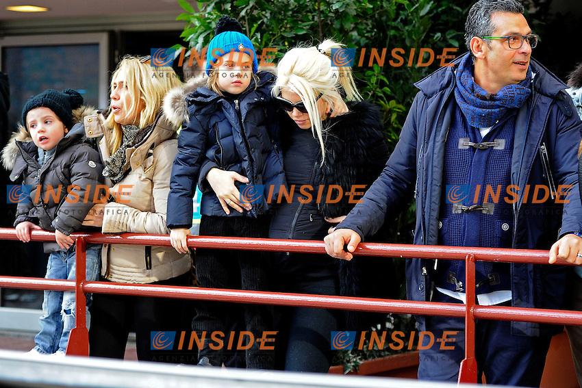 Wanda Nara si accarezza la pancia<br /> Milano 11-01-2015 Stadio Giuseppe Meazza - Football Calcio Serie A Inter - Genoa. Foto Giuseppe Celeste / Insidefoto