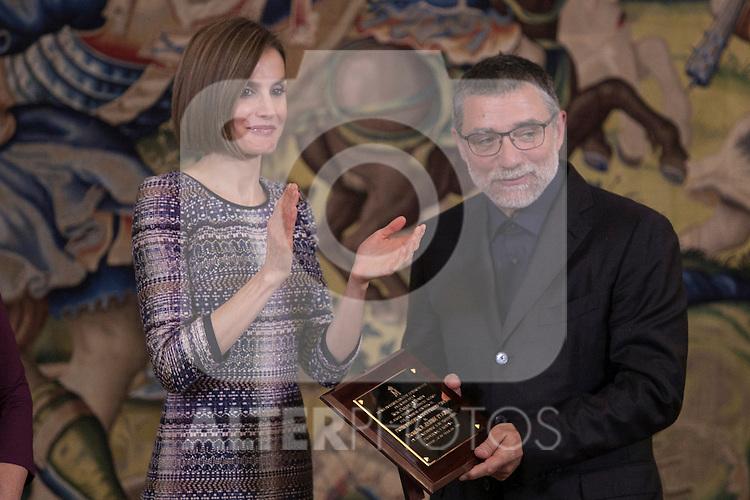 "Queen Letizia of Spain presents the ""TOMAS FRANCISCO PRIETO 2014 Award"" to Jaume Plensa at Zarzuela Palace in Madrid, Spain. April 30, 2015. (ALTERPHOTOS/Victor Blanco)"