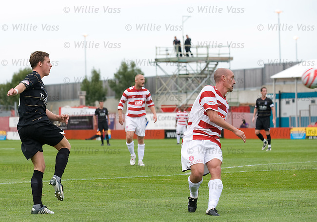 Chris Maguire hammers home Aberdeen's third goal