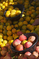 Afrique/Afrique du Nord/Maroc/Rabat: étal oranges et grenades sur un marché populaire de quartier
