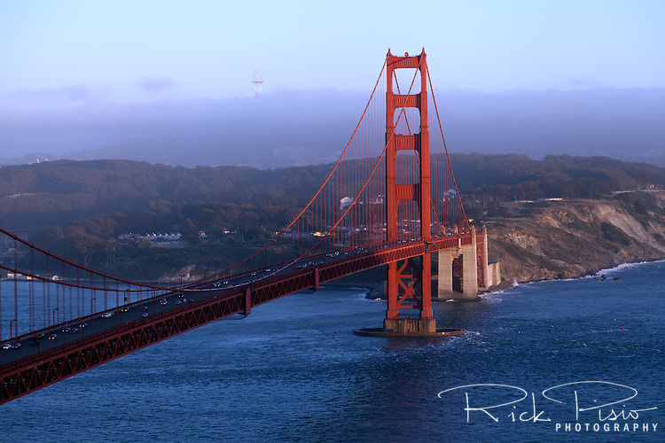 Golden Gate Bridge at dusk.
