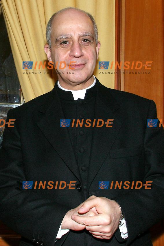 Roma, 1/3/2006: Hotel Nazionale, presentazione del libro di Luca Volont&egrave; &quot;Politica Militante&quot;<br /> <br /> Nella foto: Mons. Rino Fisichella<br /> <br /> Photo: Serena Cremaschi Insidefoto