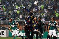 ATENÇÃO EDITOR: FOTO EMBARGADA PARA VEÍCULOS INTERNACIONAIS - SÃO PAULO,SP,02 SETEMBRO 2012 - CAMPEONATO BRASILEIRO - PALMEIRAS x SPORT - Obina jogador do Palmeiras durante partida Palmeiras x Sport  válido pela 22º rodada do Campeonato Brasileiro no Estádio Paulo Machado de Carvalho (Pacaembu), na região oeste da capital paulista na noite desta quinta feira  (06).(FOTO: ALE VIANNA -BRAZIL PHOTO PRESS).