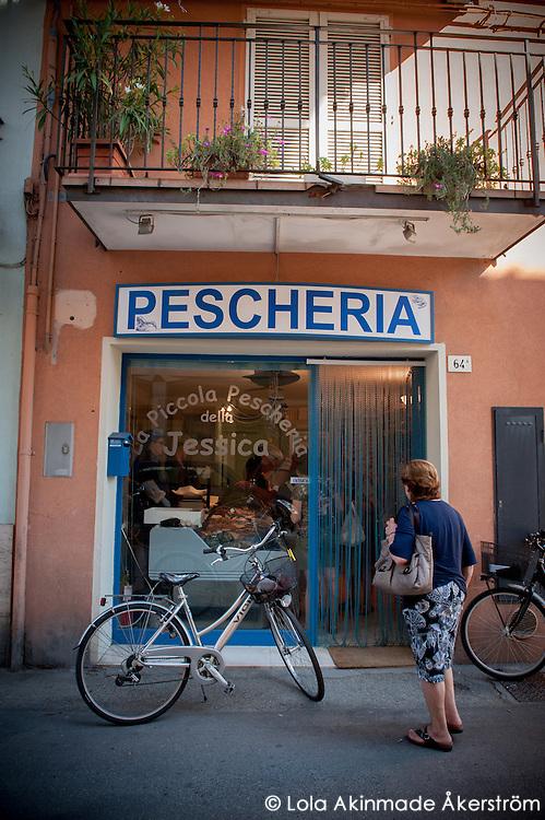 Fishermen and Fishmongers in Cesenatico