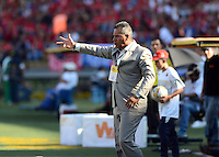 MEDELLIN -COLOMBIA, 22-FEBRERO-2015. Hernan Torres  director tecnico del Independiente Medellin durante su partido contra  la Equidad juego de la quinta fecha de La Liga Aguila I 2015 del futbol colombiano primera division  jugado en el estadio Atanasio Girardot de la ciudad de Medellin  . / Hernan Torres coach of  Independiente Medellin during match agaisnt  at Equidad  during the fifth match of the 2015-I Liga Aguila  played at the stadium Atanasio Girardot  . Photo / VizzorImage / Leon Monsalve  / Stringer
